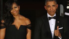 President Barack Obama and Michelle Obama waiting on the North Portico for the arrival of Chinese President Xi Jinping and his wife Madame Peng Liyuan ahead of a state dinner at the White House September 25, 2015 in Washington, DC.